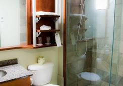 Hotel & Suites Le Dauphin Quebec - Québec City - Bathroom