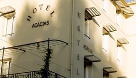 Brit Hôtel Acacias - Arlés - Edificio