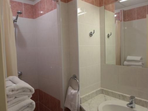 Brit Hôtel Acacias - Αρλ - Μπάνιο