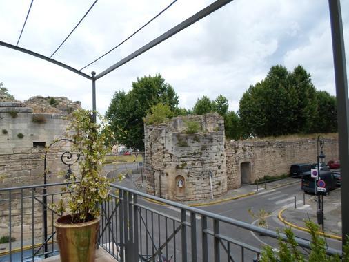 Brit Hôtel Acacias - Arles - Ban công