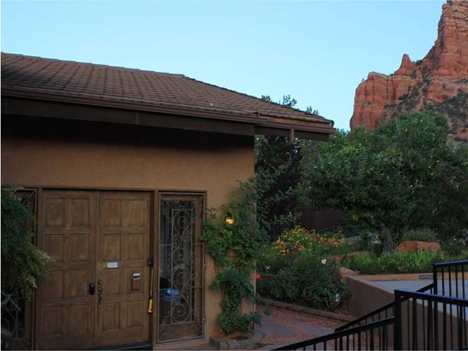 Adobe Village Inn - Sedona - Building