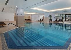 布拉格希爾頓酒店 - 布拉格 - 布拉格 - 游泳池