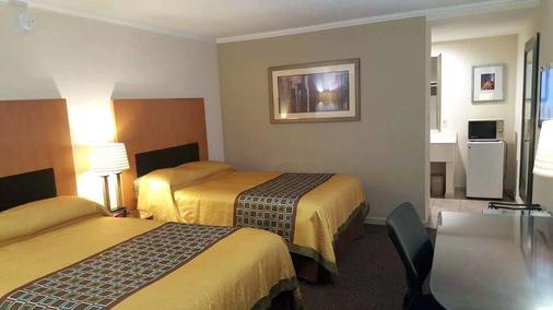 Great Western Inn Suites - Junction City - Bedroom