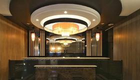 Apa Hotel Namba-Shinsaibashi - Osaka - Front desk