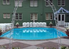 Eureka Inn - Eureka - Bể bơi