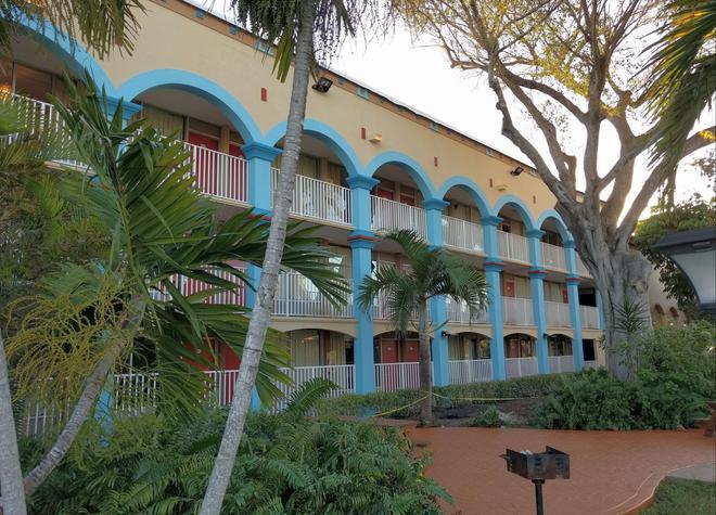 Red Carpet Inn Airport/Cruiseport - Fort Lauderdale - Edificio