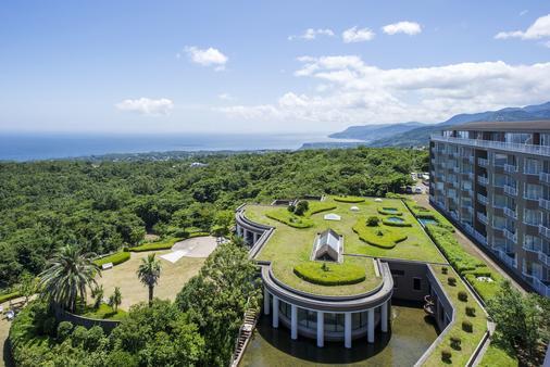 Hotel Villa Fontaine Village Izukogen - Itō - Building