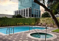 Courtyard by Marriott Miami Dadeland - Miami - Uima-allas