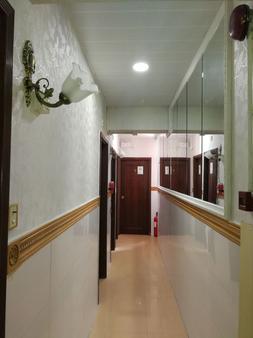 Lucky Hostel - Hong Kong - Hallway