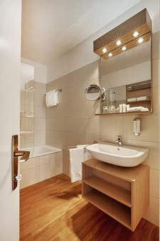 阿卡迪亞洛迦諾華美達酒店 - 洛卡諾 - 洛迦諾 - 浴室