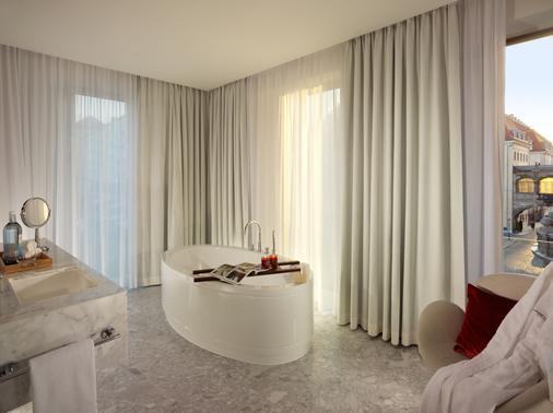 德勒斯登加堡瑞士酒店 - 德勒斯登 - 德勒斯登 - 浴室