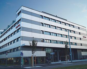 โรงแรม H+ ซูริค - ซูริค - อาคาร