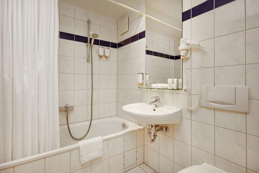 H+ Stade - Stade - Bathroom