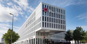 H4 Hotel München Messe - Munich - Building