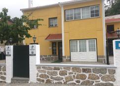 Casa da Fonte Sagrada - Loriga - Edificio