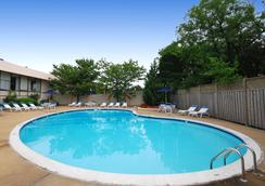 Comfort Inn Pentagon City - Arlington - Pool