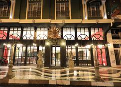 Ronesans Life Hotel - Van - Building
