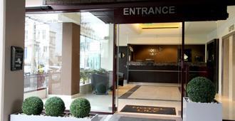 Hotel Lily - Lontoo - Rakennus