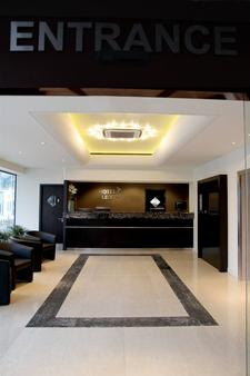 Hotel Lily - London - Front desk