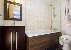 Hotel Lily - London - Bathroom