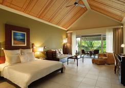 Victoria Beachcomber Resort & Spa - Pointe aux Piments - Bedroom