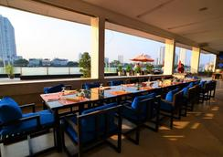 Ramada Plaza by Wyndham Bangkok Menam Riverside - Bangkok - Restaurang