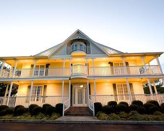 Plantation Oaks Suites & Inn - Millington - Gebouw