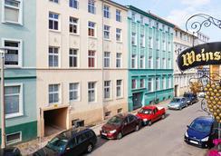 Romantisches Hotel Zur Traube Schwerin - Schwerin (Mecklenburg-Vorpommern) - Outdoor view