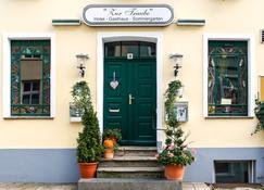 Romantisches Hotel Zur Traube Schwerin - Schwerin (Mecklenburg-Vorpommern) - Building