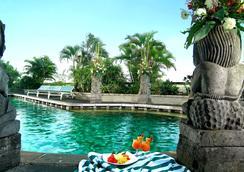 Lumire Hotel and Convention Center - Jakarta - Bể bơi