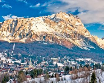 Hotel Alaska Cortina - Cortina d'Ampezzo - Außenansicht