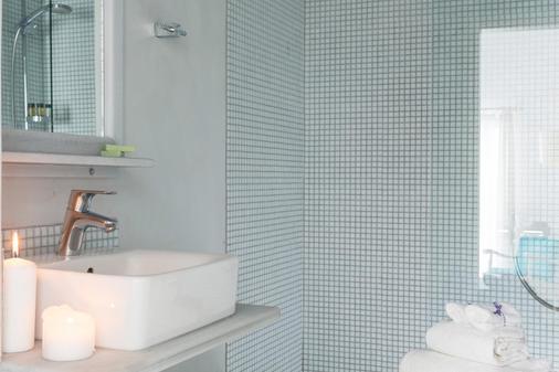Galini Hotel - Firostefani - Phòng tắm