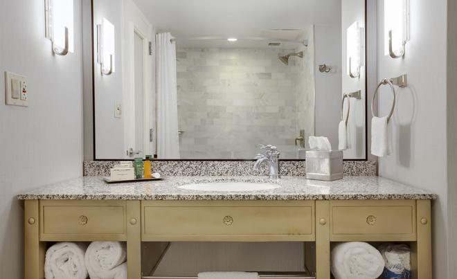 薩凡納德索托希爾頓酒店 - 沙凡那 - 薩凡納 - 浴室