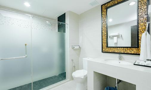 TH Hotel Penang - Penang - Bathroom
