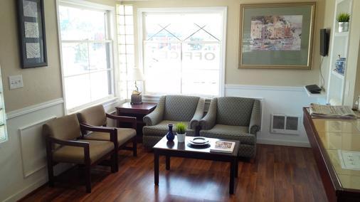 Holiday Lodge - Port Angeles - Living room