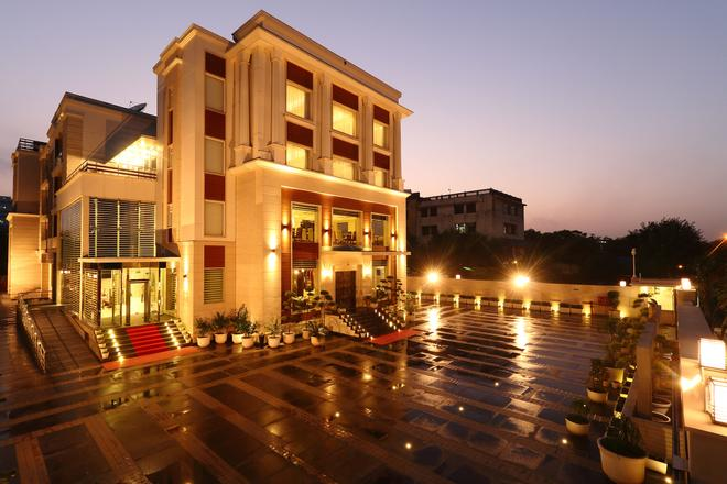 Ameya Suites Jasola - New Delhi - Rakennus