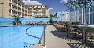 Madison Beach Motel - אושן סיטי - בריכה