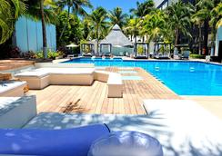Oh! The Urban Oasis - Cancún - Pool