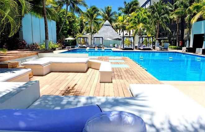 Oh! The Urban Oasis - Cancún - Bể bơi