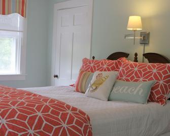 Long Dell Inn - Centerville - Bedroom