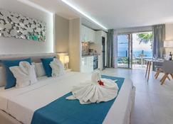 Ska Diamond Apartments - Los Gigantes - Bedroom