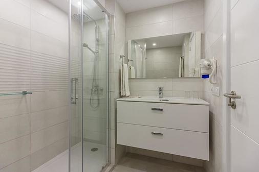 Ska Diamond - Los Gigantes - Bathroom