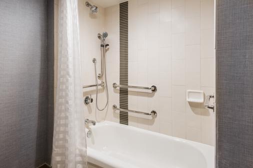 Hyatt Place Rogers Bentonville - Rogers - Bathroom