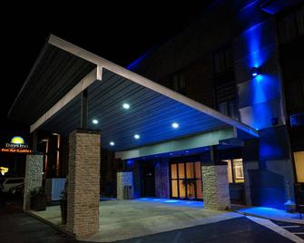 Days Inn by Wyndham Denton - Denton - Building