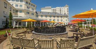 Cedar Point's Hotel Breakers - Sandusky - Patio
