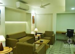 Patria Suites - Rajkot - Pool