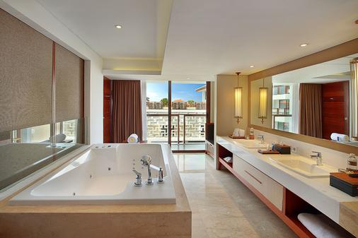 The Bandha Hotel & Suites - Kuta - Bathroom