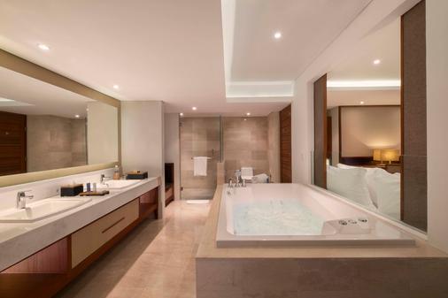 邦達套房酒店 - 庫塔 - 浴室