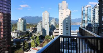 Riviera on Robson Suites Hotel Downtown Vancouver - Vancouver - Balcony