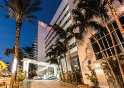 Hotel Riu Plaza Miami Beach - Miami Beach - Building